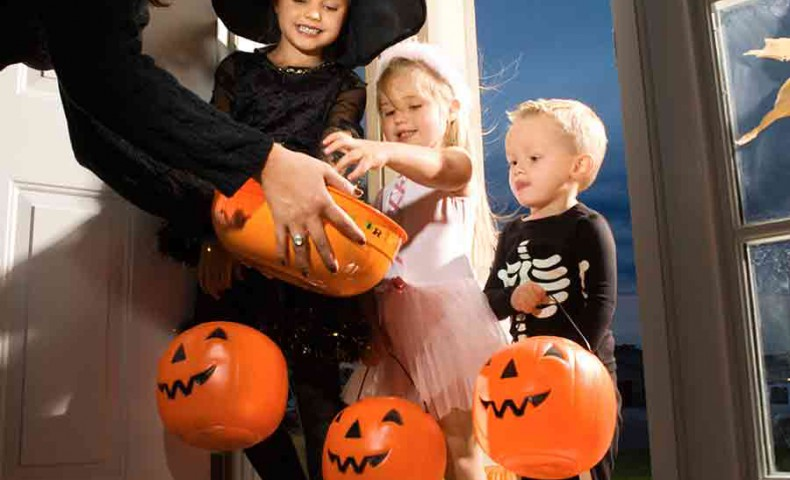 7 tips to stay safe this halloween while trick or treating